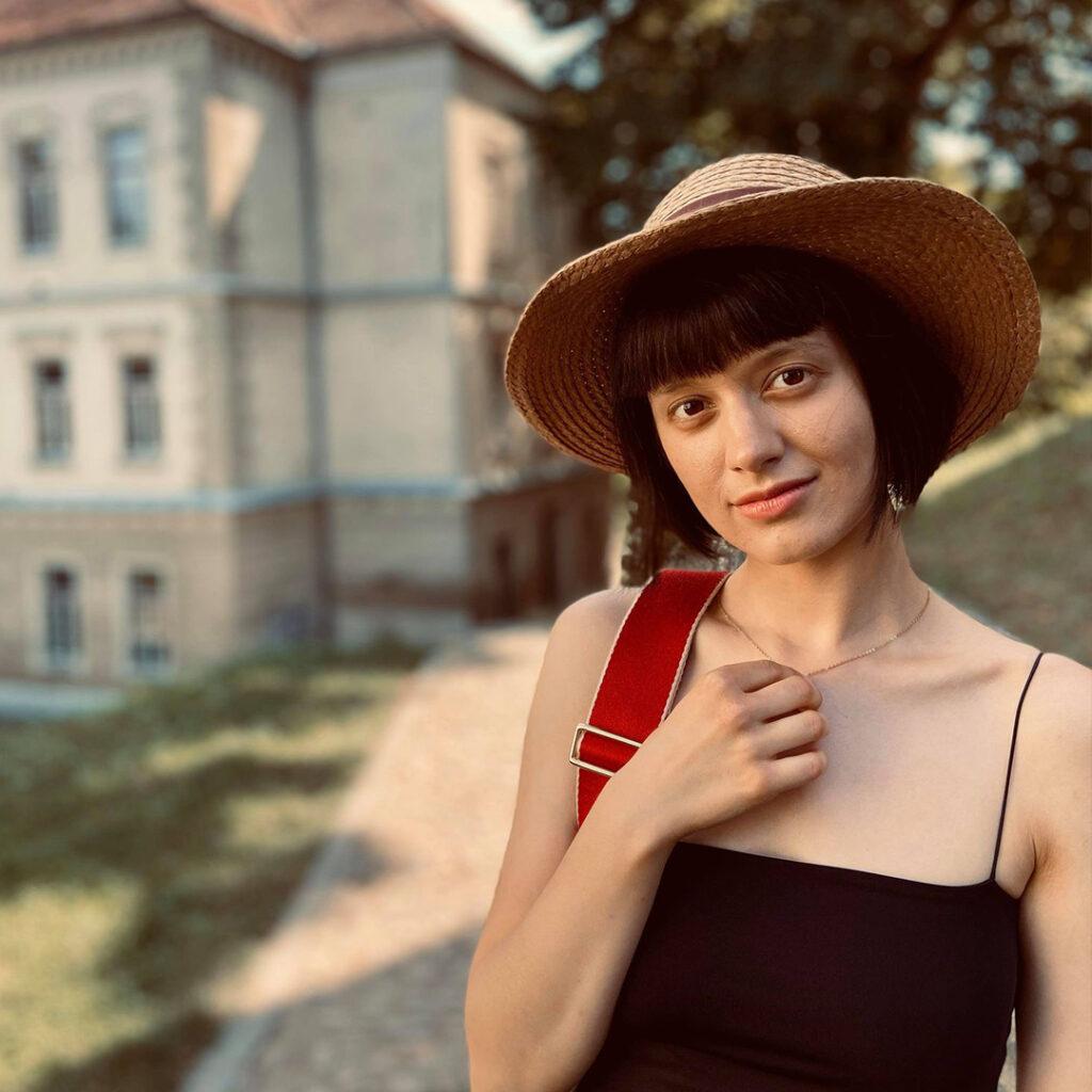 Dora Hodoroga - powered by DLOT